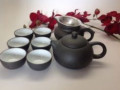 This is a beautiful Yixing zhisha Tea set, come with a Yixing 5oz tea pot, an ocean,  6cups and a infuser.