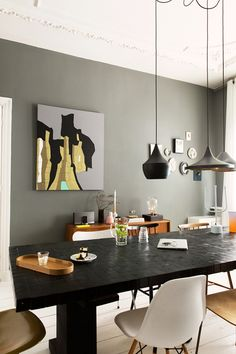 Our best dining room paint colors ideas and inspiration. Uncover inspiration and choose a color to enhance your room decor Dining Room Paint Colors, Dining Room Design, Dining Rooms, Dining Table, Wood Table, Decoration Gris, Estilo Interior, Modern Room, Eclectic Modern