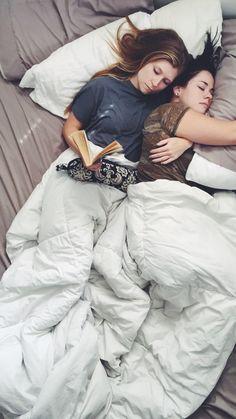 Pra variar,  ela lendo e eu dormindo...