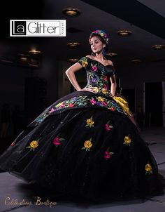 Come to our headdress workshop. Quince Dresses Mexican, Mexican Style Dresses, Ball Gown Dresses, 15 Dresses, Fashion Dresses, Mexican Quinceanera Dresses, Vestido Charro, Dress Picture, Homecoming Dresses