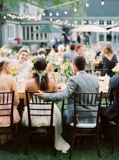 backyard wedding reception | image via: magnolia rouge