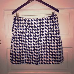 Donating soon- last chance Only worn once. Back zipper and side pockets H&M Skirts Mini