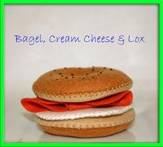 Feltro in lana Play Food Bagel crema di formaggio e salmone affumicato - unico accessorio Playfood per gioco immaginativo