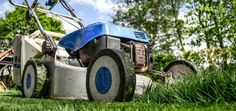 How To: Lawn Mower Repair and Maintenance: Your lawn mower does not start? Here is a list of essential items to check about lawn mower repair before bringing it to the waste Lawn Mower Maintenance, Lawn Mower Repair, Landscape Maintenance, Organic Gardening, Gardening Tips, Gardening Gloves, Gardening Supplies, Agriculture Raisonnée, Best Lawn Mower