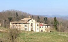 La facciata con lo stemma dei Medici badia a Buonsollazzo