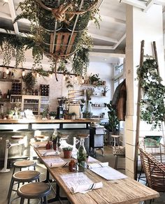 Known for its skyscrapers, brownstone townhouses, and endless entertainment options, New York is also a mecca for vegan food. Coffee Shop Interior Design, Coffee Shop Design, Cafe Design, Cute Coffee Shop, Restaurant Design, Deco Restaurant, White Rabbit Restaurant, Deco Cafe, European Cafe