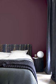 Pflaumenfarbe, Dekodierung Deko - Clem Around The Corner Deko Design Burgundy Bedroom, Burgundy Walls, Burgundy Living Room, Bedroom Red, Bedroom Wall, Bedroom Decor, Aubergine Bedroom, Burgundy Paint, Burgundy Color