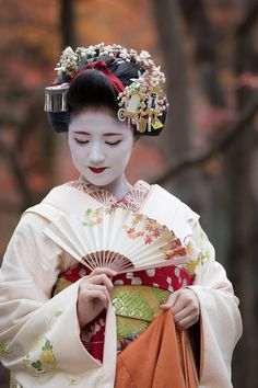 December 2015: maiko Katsuna (source).
