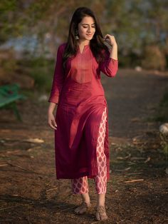 Simple Kurta Designs, Kurta Designs Women, Blouse Designs, Kurta Neck Design, Salwar Suit Neck Designs, Kurti Sleeves Design, Casual Indian Fashion, Dress Indian Style, Indian Skirt