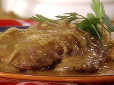 Get this all-star, easy-to-follow Bubba's Country-Fried Steak and Gravy recipe from Paula Deen