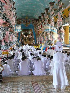 Cao Dai Temple, Vietnam http://viaggi.asiatica.com/