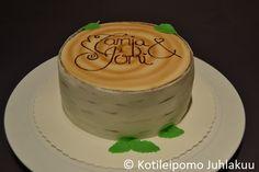 Birch wedding cake