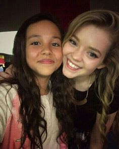 Jade Pettyjohn with Breanna Yde 🔥🔥😚😘🔥🔥😚😘🔥🔥😚😘🔥🔥 Nickelodeon Cast, Nickelodeon Girls, Nick Tv Shows, Jade Pettyjohn Age, Bella And The Bulldogs, Nicky Ricky, Girl Friendship, School Of Rock, Disney Channel