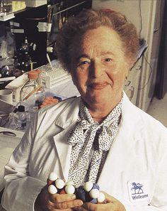 """GERTRUDE BELLE ELION     (Nueva York, 23 de enero de 1918-Carolina del Norte, 21 de febrero de 1999) .Fue una bioquímica y farmacóloga estadounidense, que recibió en 1988 el Premio Nobel de Fisiología y Medicina por su """"descubrimientos de los principios clave sobre el desarrollo y el tratamiento de medicamentos."""