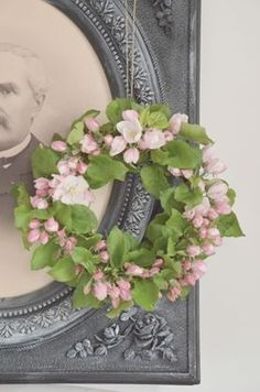 Wreath - this would be beautiful hanging from the front of my great grandparents…