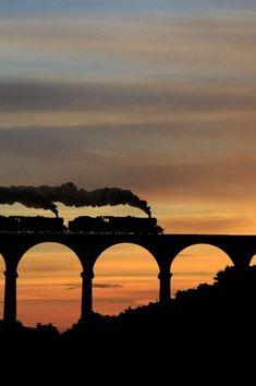 Silhouette of steam locomotive going over bridge. Silhouettes, Bild Tattoos, Old Trains, Vintage Trains, Steam Locomotive, Train Tracks, Belle Photo, Urban Art, Wonders Of The World