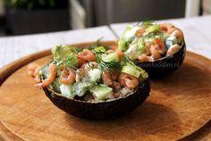 Zalmbonbon met avocado en appel - Focus on Foodies Easy Cooking, Healthy Cooking, Healthy Eating, Healthy Food, Tapas, Gourmet Recipes, Healthy Recipes, Party Food And Drinks, Garlic Chicken