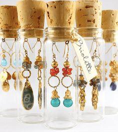 diy ideen bastelideen schmuckaufbewahrung ohringe korken How to Choose a Pair of Handmade Earrings A Wire Jewelry, Jewelry Crafts, Beaded Jewelry, Jewelry Storage, Earring Storage, Jewelry Holder, Jewelry Box, Jewlery, Hanging Jewelry