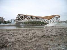 Quingpu Pedestrian Bridge El Puente Peatonal Quingpu diseñado por CA-DESIGN, una arquitectura internacional y la planificación urbana de colaboración triangular entre China, España y Japón.