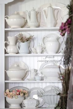 FRENCH COUNTRY COTTAGE: A Collection of Whites:
