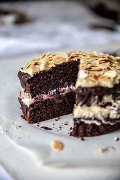 Vegan Cake, Vegan Treats, Vegan Vegetarian, Tiramisu, Ethnic Recipes, Sweet, Diet, Food, Kitchens