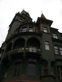 Second Empire Victorian Black house. Steampunk Architecture, Victorian Architecture, Architecture Design, Gothic House, Victorian Gothic, Victorian Homes, Gothic Mansion, Modern Gothic, Haunted Mansion
