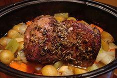 Η κλασσική συνταγή μου για αγριογούρουνο στην κατσαρόλα έχει κάψει καρδιές. Το φάγαμε μπροστά στο τζάκι με πουρέ από πατάτες, φρέσκα κρεμμυδάκια, άνιθο και ραπανάκια που έκοψα εκείνη τη στιγμή από το μποστάνι μου.