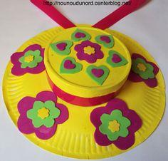 *Année 2010* Chapeaux de printemps réalisés avec des assiettes en carton et des boîtes de fromage par Lison, Lilou et Liana Peindre une assiette en carton et un couvercle de boîte de fromage fixer ...