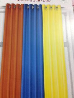 Rideau de style urbain disponible en 7 couleurs , opaque et diminue la chaleur et le froid.