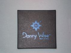 """""""MAISON DANNY WISE: ARTE SUBLIME          E DIVINA BELLEZZA IN PASSERELLA""""- La famosa """"Casa di Alta Moda e Lusso"""", fondata a Milano il 7 giugno 1992, dal geniale talento artistico e imprenditoriale  del celebre designer N.H. Danny Wise, rappresenta una superlativa icona di """"Classe"""" e  di """"Stile. .Un carismatico """"Brand-cult"""", di elevata caratura, che opera nei cinque continenti e vanta l'ambito primato di trovarsi ai primi posti nella classifica mondiale  dell'High-Fashion..."""