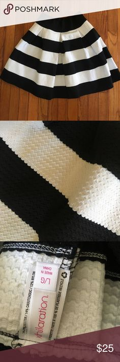 Black and White Flair Skirt Only worn once!! Adorable black and white flair skirt - size large Xhilaration Skirts Circle & Skater