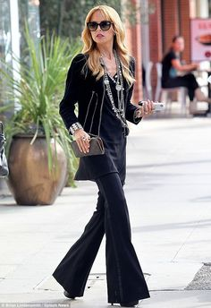 Celebrity Stylist Rachel Zoe, pioneer for Hollywood Boho Chic knows how to work it with layered Chanel jewelry, big dark sunglasses and all black ensemble.     Loving this!    Batik ♥ Batik