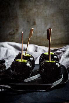 Black toffee apples