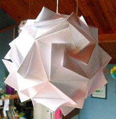 #Jolie cette #boule lumineuse en origami. Vous pourrez la trouver chez #habitat ou bien la faire vous même en suivant le lien http://munuputum.canalblog.com/archives/2011/02/21/20452951.html
