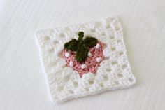 Strawberry Granny Square: Bake Shop Blanket Series - free crochet pattern and video by Ashleigh at Sewrella. Granny Square Blanket, Granny Square Crochet Pattern, Crochet Squares, Crochet Granny, Crochet Motif, Free Crochet, Crochet Patterns, Granny Squares, Crochet Afghans