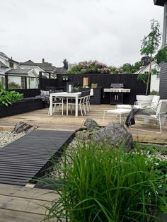 27 of the Uniquely Inexpensive Landscaping Inspirations You Will Never Forget! Rock Landscaping Tip- 1421 Pergola Design, Pergola Patio, Screened Patio, Pergola Kits, Landscaping With Rocks, Backyard Landscaping, Inexpensive Landscaping, Green House Design, Vegetable Garden Planning
