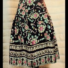 Amazing silk and beaded skirt! The details are amazing. You will love! Bundle and save $$ NY Collection Skirts Midi