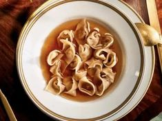 Tortellini-in-Brodo-with-Pork-Belly - We've uncovered the best brodo recipes that are so easy to make in your own home. They taste amazing and you won't believe how... Italian Soup Recipes, Vegetarian Pasta Recipes, Best Pasta Recipes, Pasta Dinner Recipes, Chicken Pasta Recipes, Lunch Recipes, Appetizer Recipes, Tortellini In Brodo, Dessert Pasta