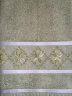 toalha bordada a mão R$ 32,50