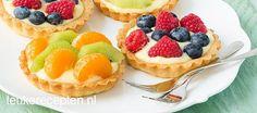 Deze schattige vruchtentaartjes met custardpudding zijn lekker bij de high tea of feestje