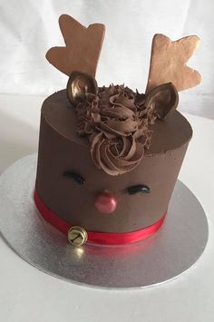 Rudolf the raindeer cake Christmas Cake Designs, Christmas Cupcakes, Christmas Sweets, Christmas Cooking, Christmas Chocolate, Winter Torte, Winter Cakes, Reindeer Cakes, Animal Cakes
