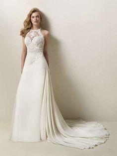 Antes de comprar e inclusive olhar vestidos de noiva, é recomendável saber que tipo de corte e decote combina melhor com você. Descubra nesse artigo se o decote halter é o seu.