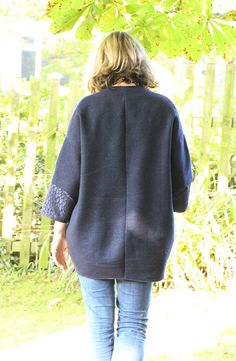 The Cocoon Jacket is a real comfort coat.It hangs off the shoulders and bubbles out, coming in again just under you bum, concealing all and enveloping you in cosy cocoon of warmth – hence the name. The Cocoon Jacketis no longer available as a free PDF download. I have been inundated with requests to…