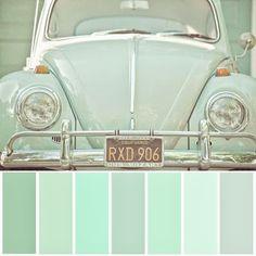 Interiores monocromáticos  La manera mas sencilla de combinar colores es usar tonalidades mas claras o mas oscuras de un mismo tono. No es lo mismo que usar el mismo color en todas partes, sino crear variedad, para lograr espacios discretos y armónicos.