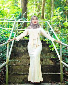 "wardinasafiah on Instagram: ""𝓐𝓵𝓵𝓪𝓱 𝓽𝓪𝓴𝓴𝓪𝓷 𝓶𝓮𝓷𝓰𝓾𝓫𝓪𝓱 𝓽𝓪𝓴𝓭𝓲𝓻 𝓴𝓲𝓽𝓪 𝓽𝓪𝓷𝓹𝓪 𝓾𝓼𝓪𝓱𝓪 𝓴𝓲𝓽𝓪 𝓼𝓮𝓷𝓭𝓲𝓻𝓲 , 𝓳𝓪𝓭𝓲 𝓫𝓮𝓻𝓭𝓸𝓪𝓵𝓪𝓱 𝔂𝓪𝓷𝓰 𝓫𝓪𝓲𝓴 𝓫𝓪𝓲𝓴 𝓪𝓰𝓪𝓻 𝔂𝓪𝓷𝓰 𝓭𝓪𝓽𝓪𝓷𝓰 𝓷𝓪𝓷𝓽𝓲 𝓼𝓮𝓶𝓾𝓪𝓷𝔂𝓪 𝓲𝓷𝓭𝓪𝓱 & 𝓫𝓪𝓲𝓴 𝓼𝓪𝓳𝓪"" Girl Hijab, Babe, Fashion, Moda, Fashion Styles, Fashion Illustrations"