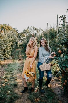 The Sweet and Simple Kitchens Fall Bucket List Fall Pictures, Fall Photos, Friend Pictures, Fall Pics, Couple Pictures, Apple Orchard Photography, Autumn Photography, Apples Photography, Apple Picking Outfit