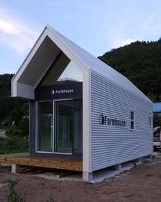 Farmhouse C-type by South Korean firm D&A Partners Prefab Cabins, Prefab Homes, Container House Design, Small House Design, Shed Cabin, Tin House, Barns Sheds, Shed Homes, House And Home Magazine