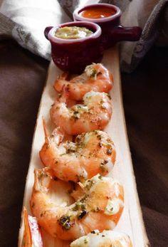 Хочу поделиться с вами рецептом простого и вкусного способа приготовления креветок. К ним два соуса, пока маринуются креветки, вы как раз успеете их сделать.…