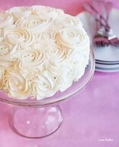 Rosecake made with crusting buttercream. Link to crusting buttercream recipe by I am baker Food Cakes, Cupcake Cakes, Mini Cakes, Icing Frosting, Cake Icing, Buttercream Roses, White Frosting, Crusting Buttercream Recipe Without Shortening, Crisco Icing Recipe Powdered Sugar