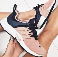 Uk 3 Women S Shoes #NikeWomenSShoesComparison #WomensshoesEeWidth Sneakers To Work, How To Wear Sneakers, Air Max Sneakers, Sneakers Nike, Nike Free, Nike Air Max, Gym, Ideas, Shoes